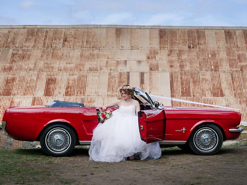 Der Ford ist ein beliebte Brautauto und ist auf jeder Hochzeit ein Blickfang.