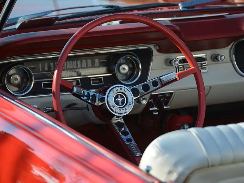 Einmal im Leben einen Mustang Oldtimer Cabriolet fahren. Gerne: Wir machen das Nostalgische-Erlebnis möglich!
