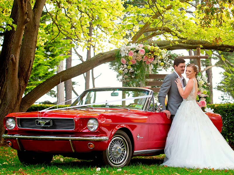 Das perfekte Hochzeitsauto für die Kö. Hiermit kann man sich mehr als nur sehen lassen.