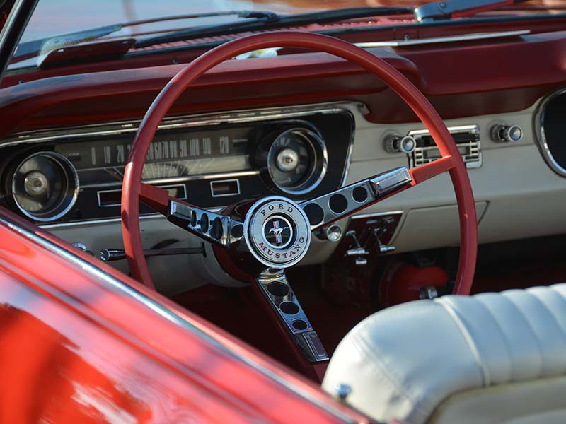 Einen Mustang Oldtimer für Selbstfahrer mieten in Bonn.